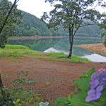 静かな湖畔でカヤックキャンプ 1